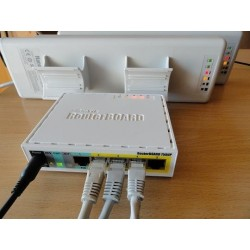 MikroTIK Mikrotik RouterBoard RB750UP Switch 5 Port, Ram 32MB รองรับ POE Output Port 2-5 Case แบบ พลาสติก